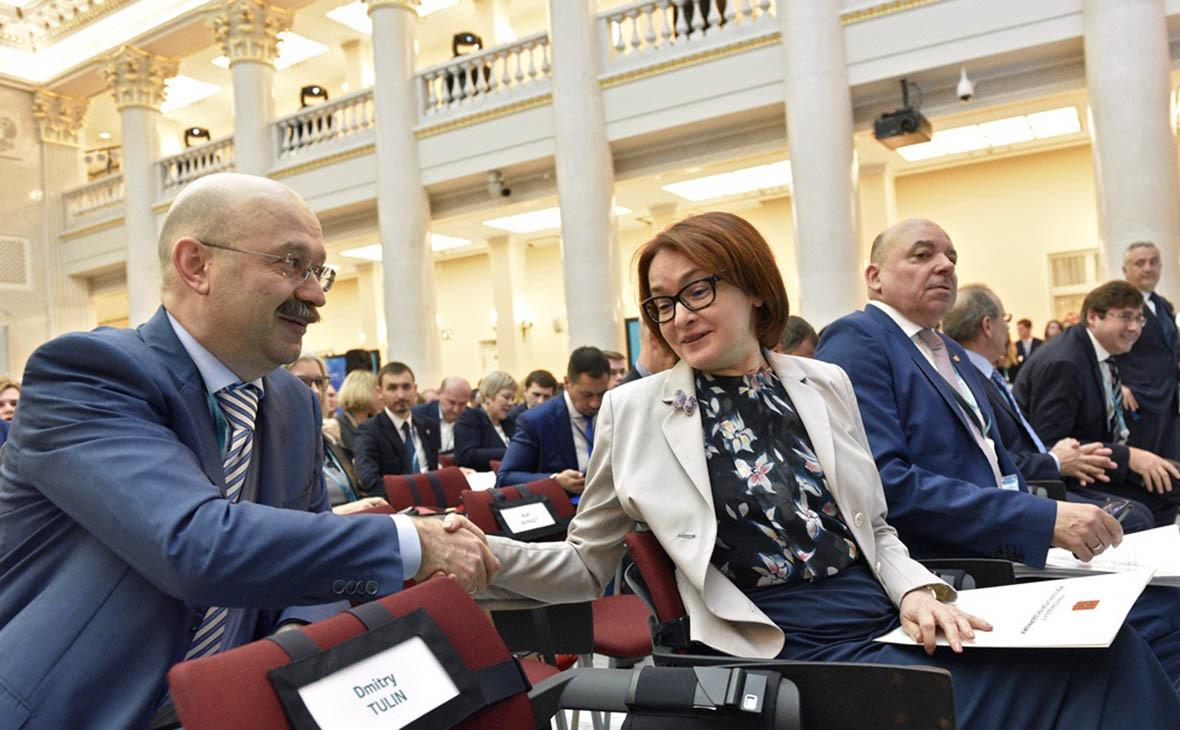 Михаил Задорнов (слева) и председатель Центрального Банка России Эльвира Набиуллина