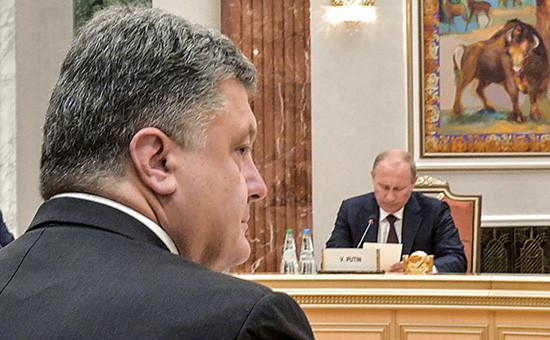 Президент Украины Петр Порошенко и президент России Владимир Путин (слева направо), 2014 год
