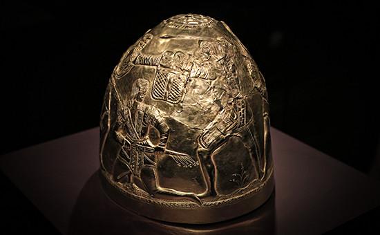 Скифский золотой шлем IVвекадон.э.— предмет экспозиции «Крым:золото исекреты Черного моря» висторическом музее Амстердама. Фото 2014 года
