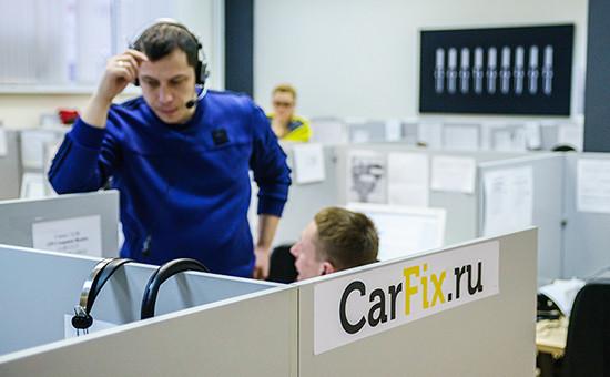 Желающие отремонтировать машину оставляют заявку на сайте CarFix, на нее откликается менеджер проекта и помогает клиенту уточнить перечень ремонтных работ