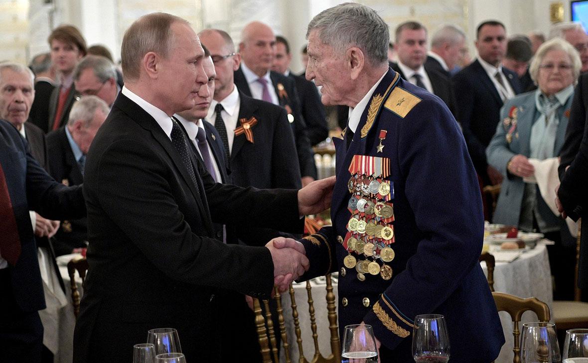 Владимир Путин во время торжественногоприёма по случаю Дня Победы
