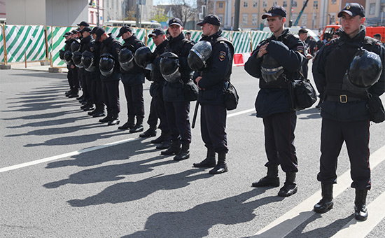 Сотрудники полиции на митинге оппозиции