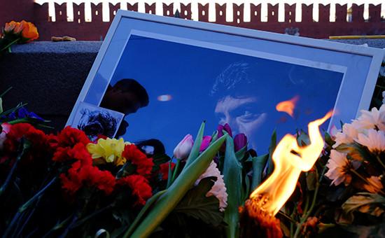 Портрет политика Бориса Немцова наместе гибели наБольшом Москворецком мосту. Фото: февраль, 2016 года