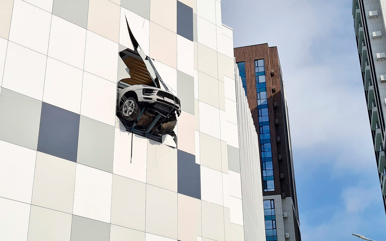 «Это точно парковка года». 7 самых курьезных ДТП на стоянках
