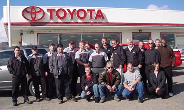 Toyota переучивает персонал в автосалонах