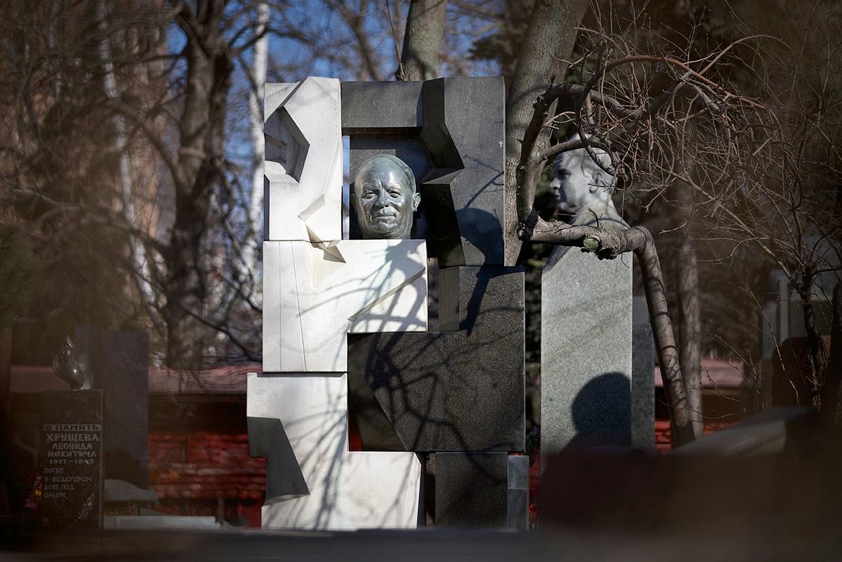 Памятник на могилу Хрущева