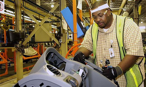 General Motors выигрывает за счет увольнений