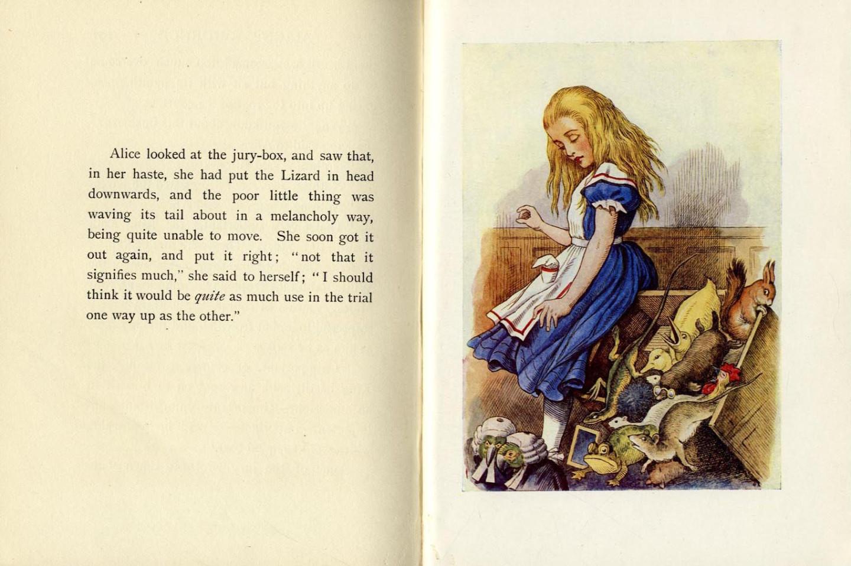Разворот из книги Льюиса Кэрролла «Алисе в стране чудес»