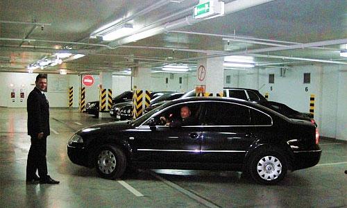 Стоимость парковки у гостиниц и ТЦ в Москве снизят до 50 руб. в час
