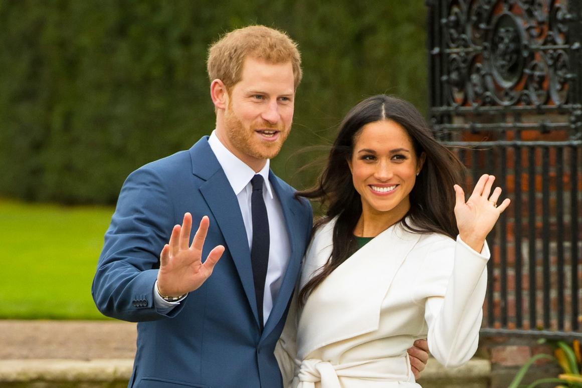 Принц Гарри и Меган Маркл после объявления о помолвке в 2017 году