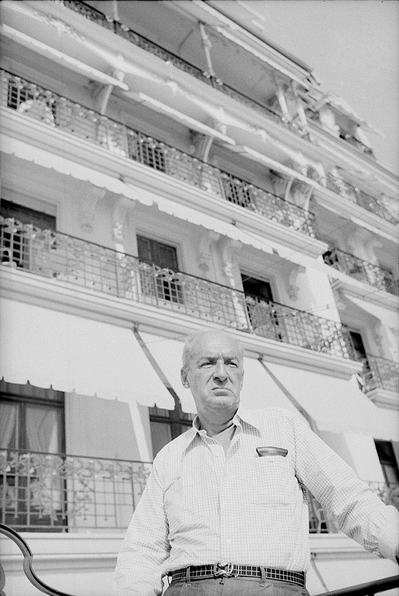 Владимир Набоков на террасе Montreux Palace Hotel, 1973