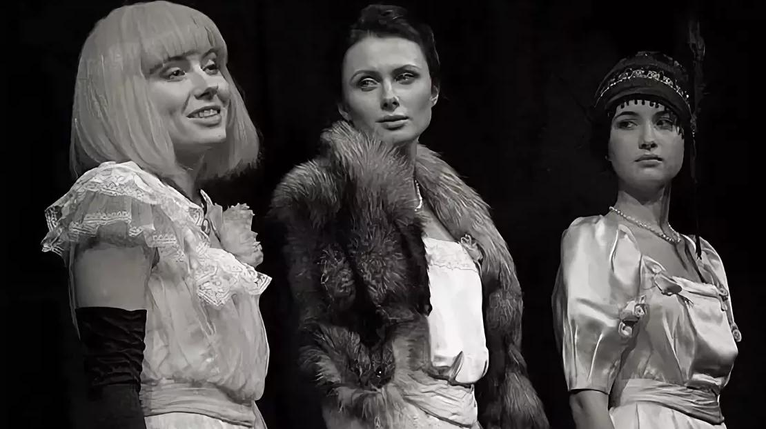 Сцена из спектакля «Три сестры. Я вас не помню собственно...»