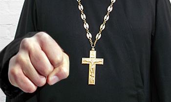 Священник на Hyundai подрезал и избил пенсионерок