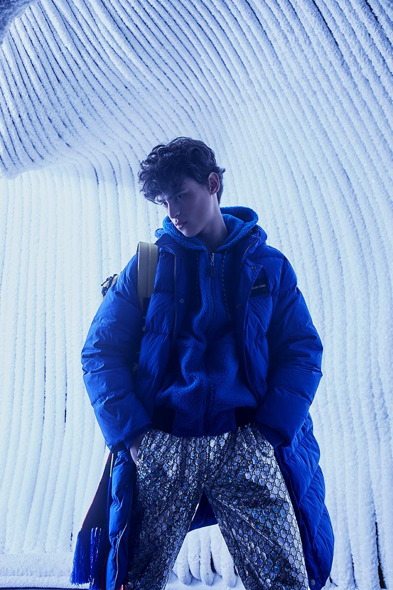 На Филиппе: брюки Gucci (бутик Gucci); толстовка Bikkembergs (lamoda.ru); куртка Calvin Klein Jeans (ГУМ); рюкзак Levi's (ТЦ «Европейский»); шарф Versace (бутик Versace)