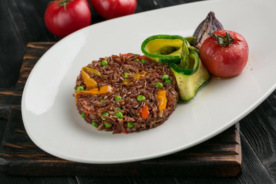 Красный рис «Эрмес»,обжаренный с овощами