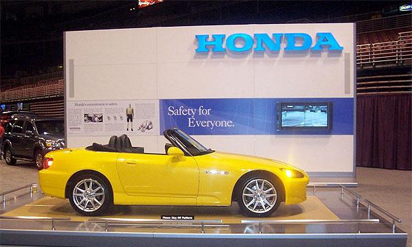 Чистая прибыль Honda упала из-за расходов на рекламу