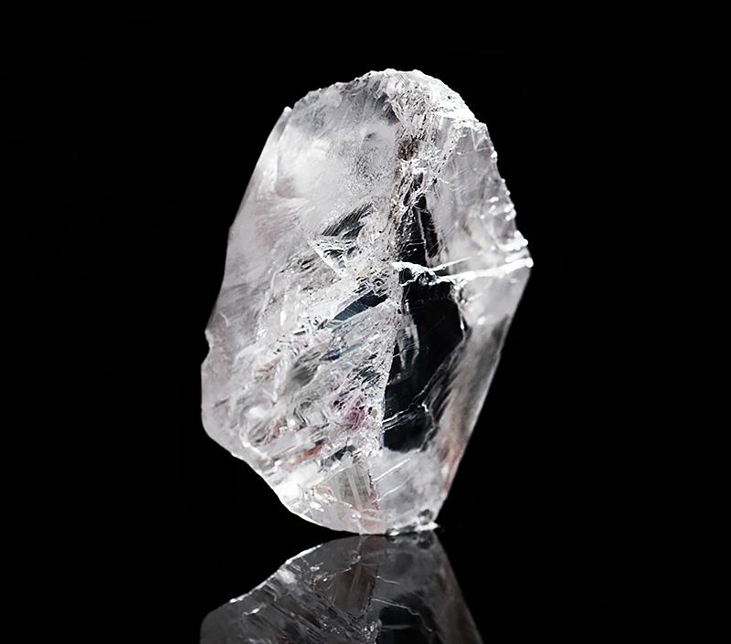 Необработанный алмаз весом 813 каратов из Ботсваны