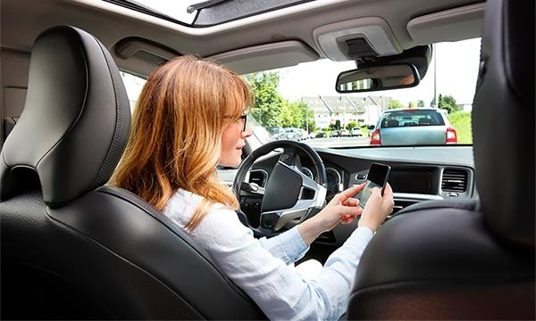 Смартфон в руке: как автомобилисты будут жаловаться друг на друга