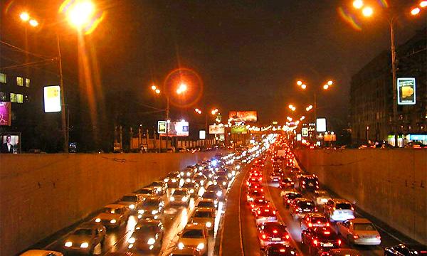 Москва встала в пробках из-за плохой погоды