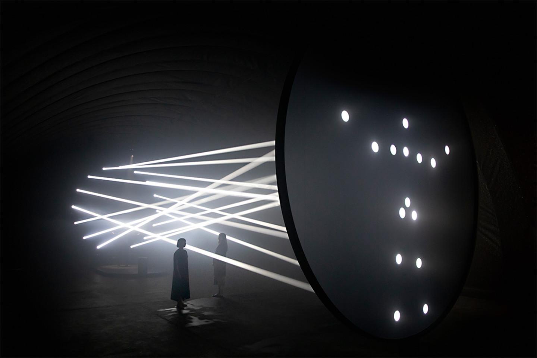 Инсталляция Bodies in Motion, созданная Тоддом Брейчером и Studio TheGreenEyl для Humanscale