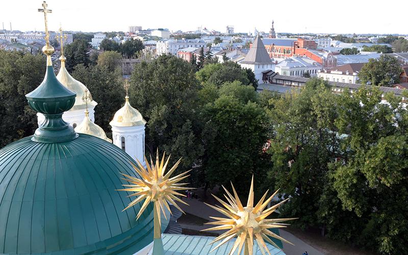 Вид со смотровой площадки на звонницеСпасо-Преображенского монастыря