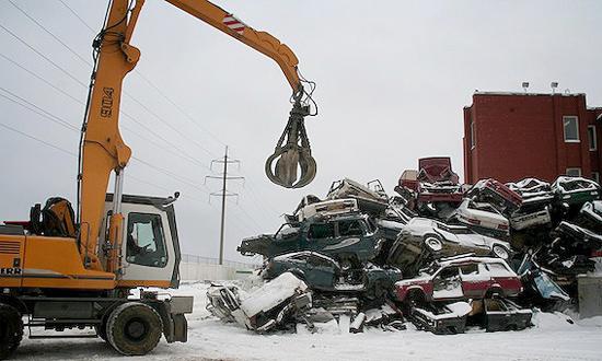 Угнанный автомобиль попытались сдать в металлолом