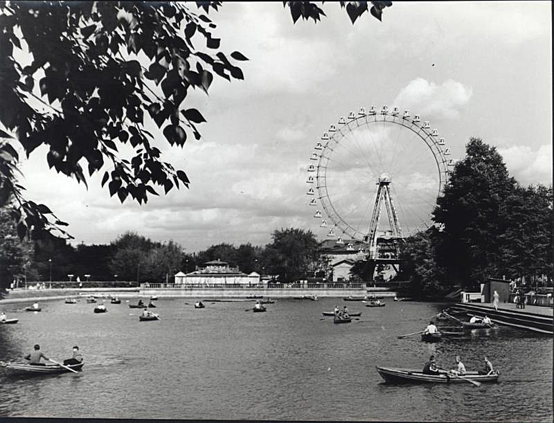 Голицынский пруд и Большое колесо обозрения. О.Копинский, 1963 г.