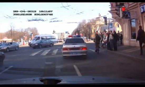 В Петербурге уволили полицейского за эффект «30 кадра»