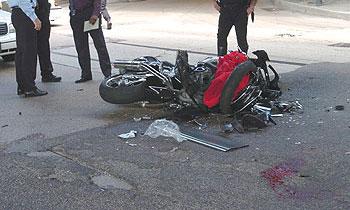 В Москве милицейская машина врезалась в мотоцикл, совершая запрещенный маневр