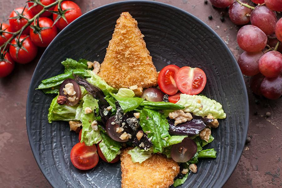 Закуска — Салат с сыром