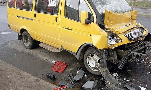 Пять человек пострадали при аварии маршрутки в Петербурге