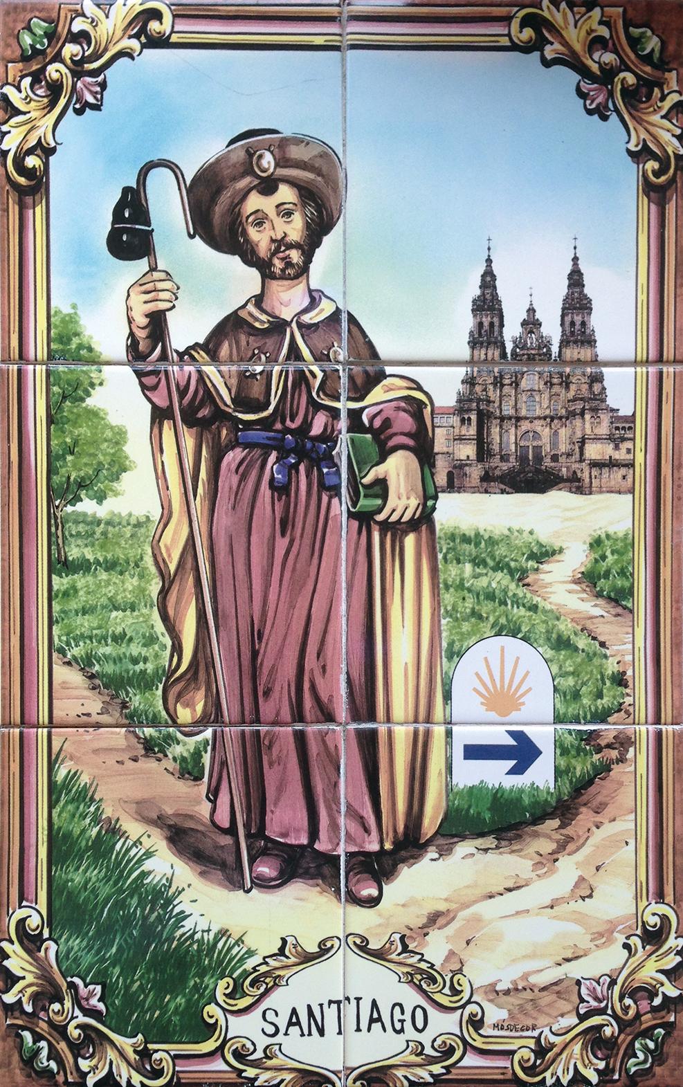 Апостола Иакова изображают путником в плаще, с посохом, к которому привязана тыква-горлянка с водой. Путевой камень на этом панно-азулежу двойной: желтая раковина указывает прямо, к Сантьяго-де-Компостела, синяя стрелка — направо, в Фатиму (еще один уважаемый паломнический путь — в Португалии).