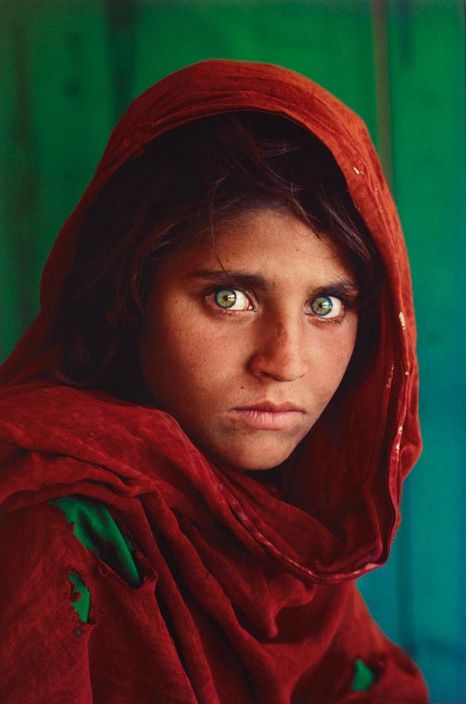 Steve McCury. Sharbat Gula, Afghan Girl, Pakistan, 1984.
