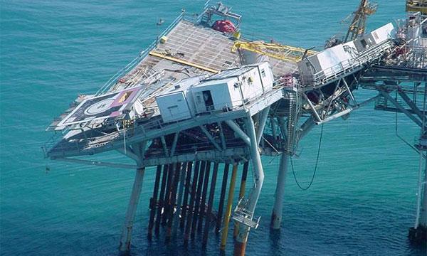 Нефтяная платформа после стихии