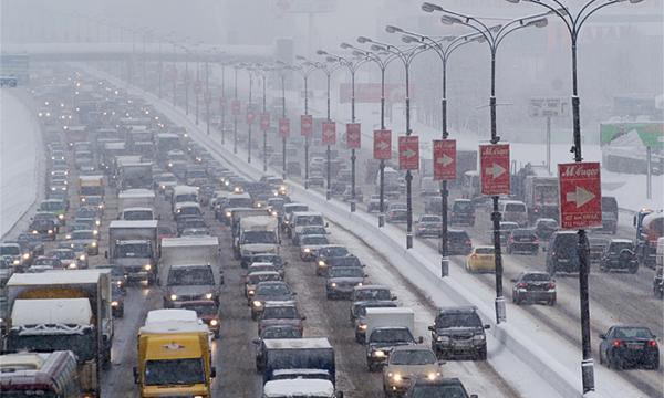 Для ликвидации аварий на МКАД зимой будут дежурить тягачи