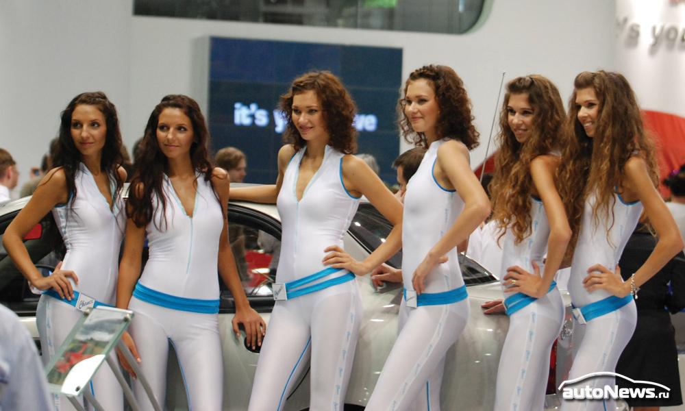Главная экспозиция ММАС-2010 – красивые девушки. Фото