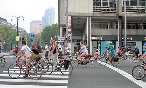 Немцы все больше предпочитают велосипеды автомобилям
