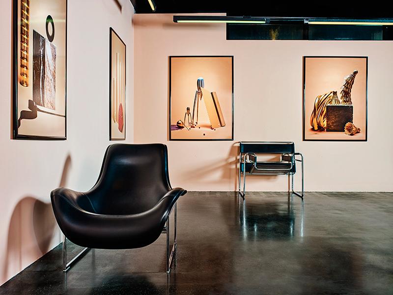Стиральная машина Asko, коллекция Pro HomeLaundry, кресло Bertoia Daimond и стул Bertoia, KnollInternational, дизайн Гарри Бертойи, компания Concept