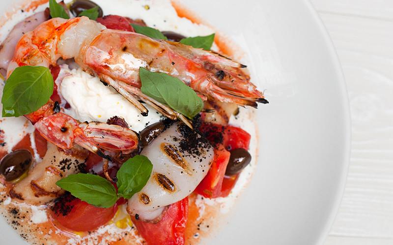 Теплые томаты/ буррата/ морепродукты