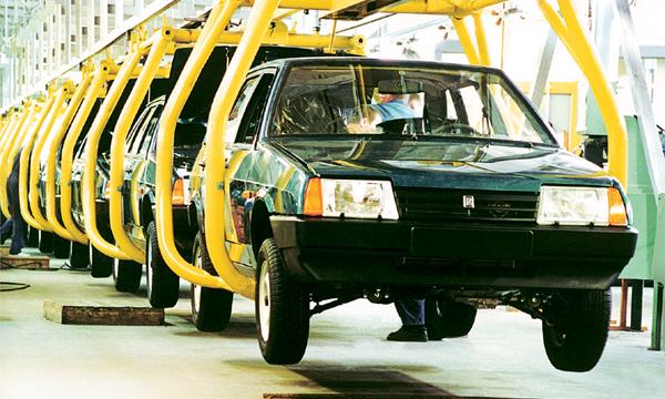 Производство легковых автомобилей в России упало на 6,7%