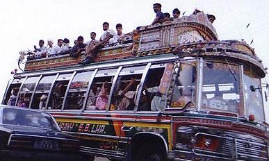 В Индии в свадебный грузовик въехал бензовоз