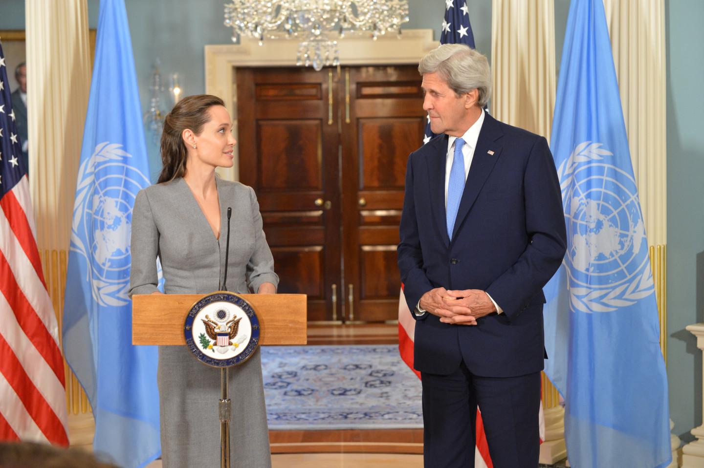 Фото: Анджелина Джоли и госсекретарь США Джон Керри @Wikipedia.org