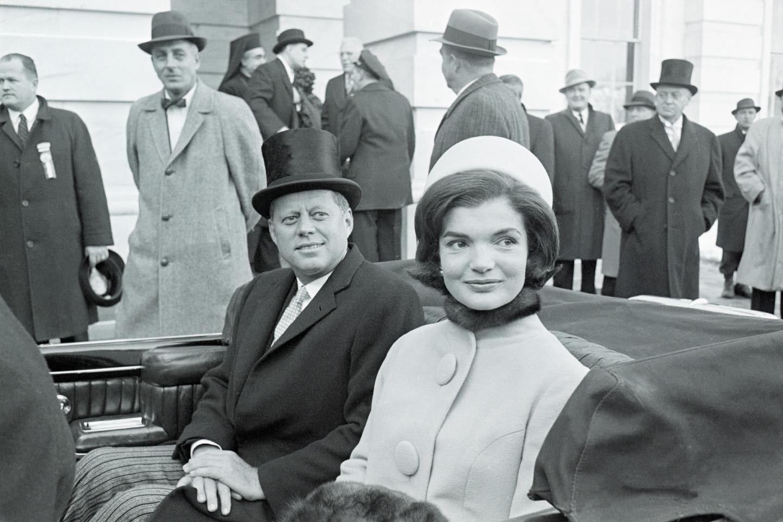 Джон Кеннеди и Жаклин Кеннеди в пальто Oleg Cassini в деньинаугурации, 1961 год
