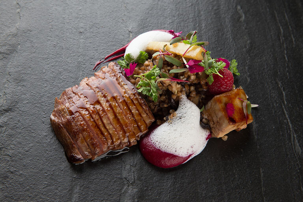 Утиная грудка с гречкой, утиной печенью, грибами и соусом из белого трюфеля