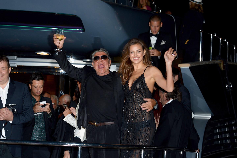 Роберто Кавалли и Ирина Шейк. Вечеринка на яхте во время67-гоКаннского кинофестиваля, 2014 год