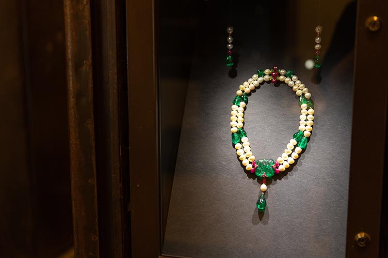 Ожерелье «Тысячелетие» Cartier из жемчуга иизумруда(2000 г.)