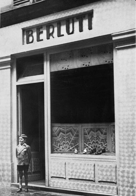 Тальбинио Берлути напротив первого бутика Berluti на улице дюМон Табор