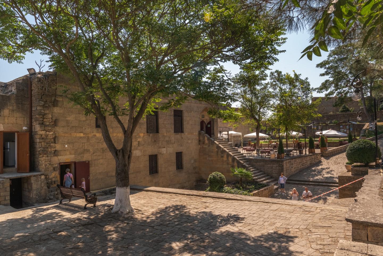 Внутренний двор цитадели Нарын-Кала в Дербенте