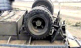 На МКАД перевернулся грузовик с химикатами