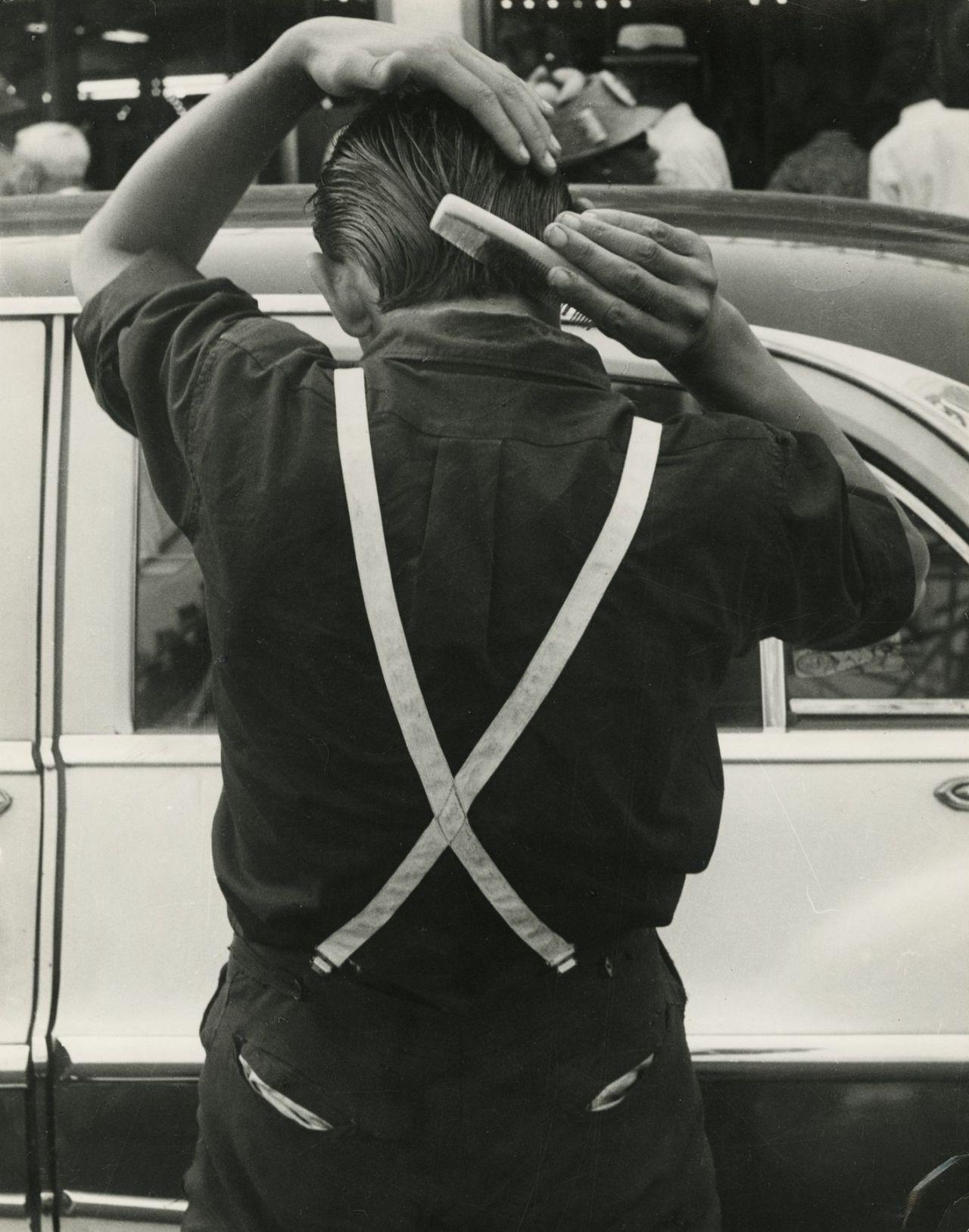 Leon Levinstein. «Suspenders», 1955